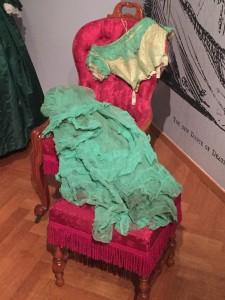 Avondjapon geverfd met arseengroen, ca. 1865-70, katoen, zijde (expo Romantische mode, foto GS)