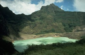 Kelud/Kloet met kratermeer (Wikipedia)