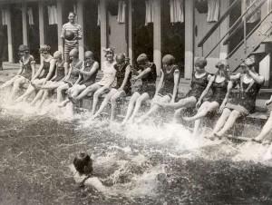 Zwembad in 1923 (Geheugen van Nederland)